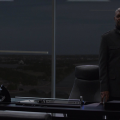 Fury trata de ver los archivos del <i>Lemurian Star</i>.