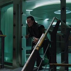 Loki crea una ilusión para engañar a Thor.