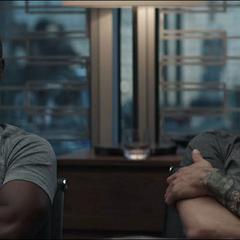 Barton y Rhodes escuchan la explicación de Thor.