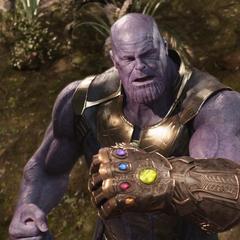 Thanos observa llegar a Thor.