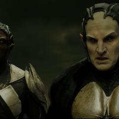 Malekith y Algrim observan la batalla.