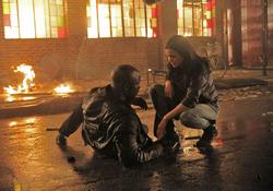 Jessica y Luke tras la explosión