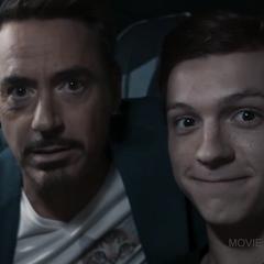 Stark hace una coartada con Parker.