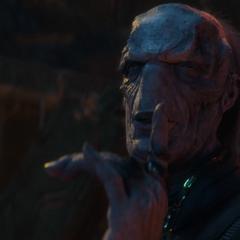 Maw hace callar a Thor.