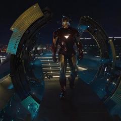 Stark a punto de dejarse quitar la armadura por sus máquinas.