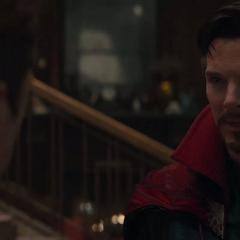 Strange discute con Stark.