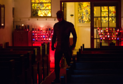 Daredevil pelea en la iglesia