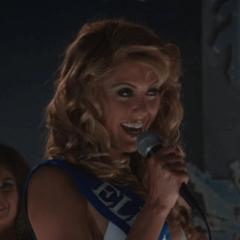 Yvonne Zima como Miss Elkridge