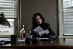 Jessica Jones reading letters S3
