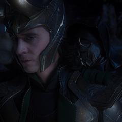 Loki es amenazado por El Otro sobre las medidas que tomará Thanos si falla en su misión.