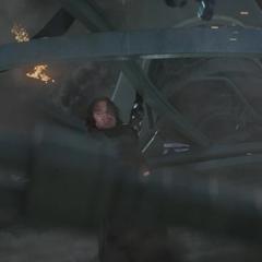 Barnes considerando salvar a Rogers.