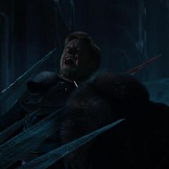 Fandral es atravesado con una barra de hielo.