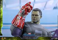 Hulk Nano Gauntlet Hot Toys 7