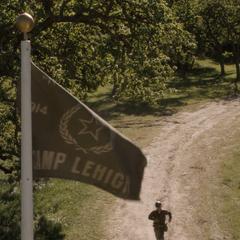 Bandera del Campamento Lehigh a mitad del camino.