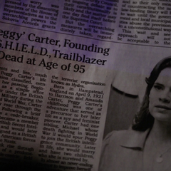 La muerte de Carter aparece en un periódico.