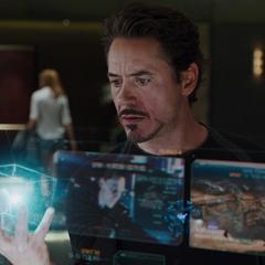 Stark examina el diseño del Teseracto.