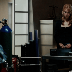 Potts decide ayudar a Stark.