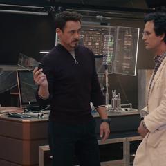 Stark y Banner discuten de la creación de Ultrón.