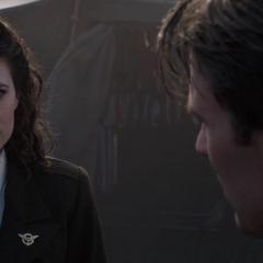Carter decide ayudar a Rogers en su misión.