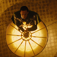 Loki activa el Puente Bifrost para destruir Jotunheim.
