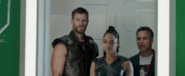 Thor-ragnaraok-movie-trailer-screencaps-24-768x316