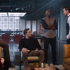 Rhodes y los Vengadores aprenden sobre la posición de Stark.