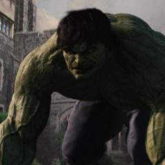 Hulk se prepara para enfrentar a los soldados.