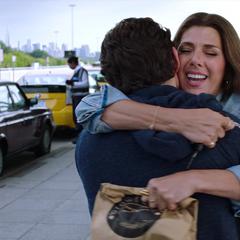 Maybelle se reúne con Peter en el aeropuerto.