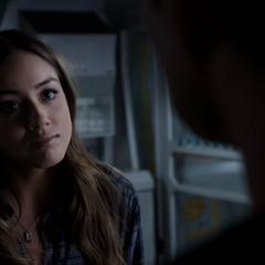 Skye finge confiar en Ward.