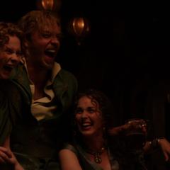 Fandral se ríe de la historia de Volstagg.