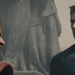 Rogers habla con Thor antes de destruir la ciudad.