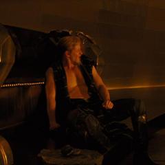 Fandral conversa con los demás del destierro de Thor.