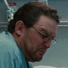 Rob Mars como Asistente del hospital