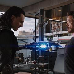 Loki trata de controlar a Stark.