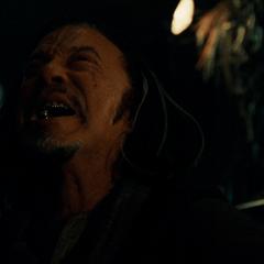 Vanko llora la muerte de su padre.