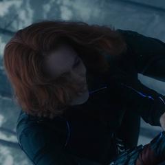 Romanoff acude a la ayuda de Barton.