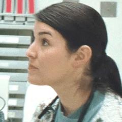 Juliet Lopez como Enfermera de admisión
