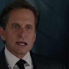 Pym presenta su renuncia ante Stark.