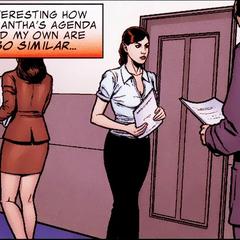 Romanoff trabaja como notaria.