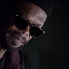 Fury le consulta a Simmons dónde está Coulson.
