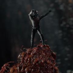 Lang trabaja con las hormigas para robar el Yellowjacket.