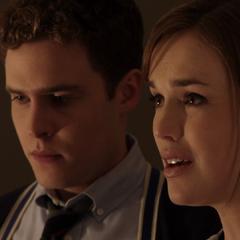 Fitz y Simmons le dicen a Coulson que Peterson no tiene salvación.