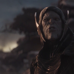 Glaive le advierte a Thanos el riesgo del ataque aéreo.