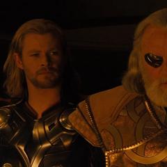Odín se reconcilia con Thor.