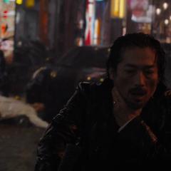 Akihiko suplica por su vida.