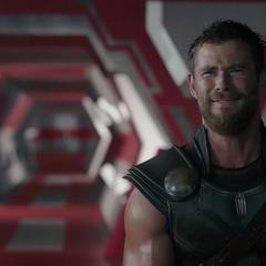 Thor intenta convencer a Hulk de ayudarle a escapar.