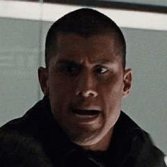 Tanoai Reed como Guardia de Seguridad que pelea con Hogan