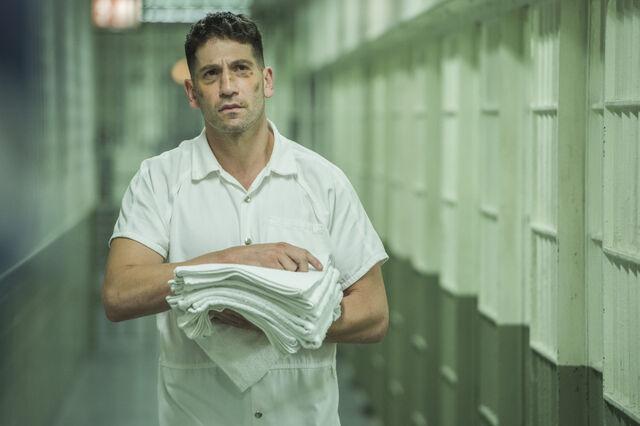 File:FrankCastle-PrisonWalk-S2E9.jpg