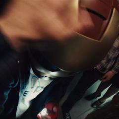 Parker recibe el autógrafo de Stark.