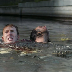 Rogers salva a Barnes de ahogarse.